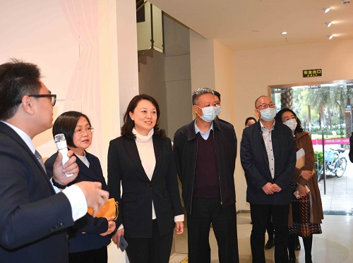 深圳市委一行领导考察广东贝博下载网站龙华区妇女儿童主题馆